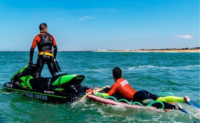L'équipe Cobra des sauveteurs côtiers en exercice au large d'Anglet