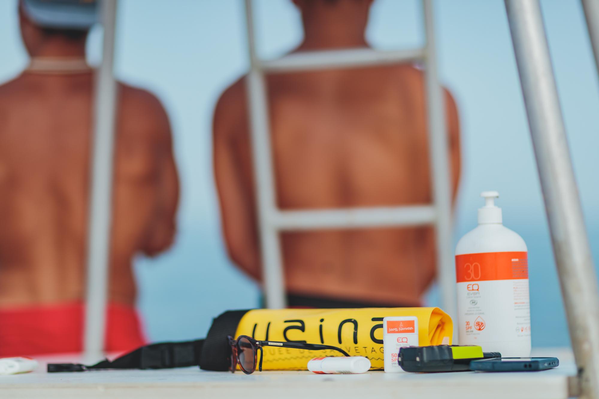EQ Love et bouée Uaina sur le mirador de la plage de la Madrague